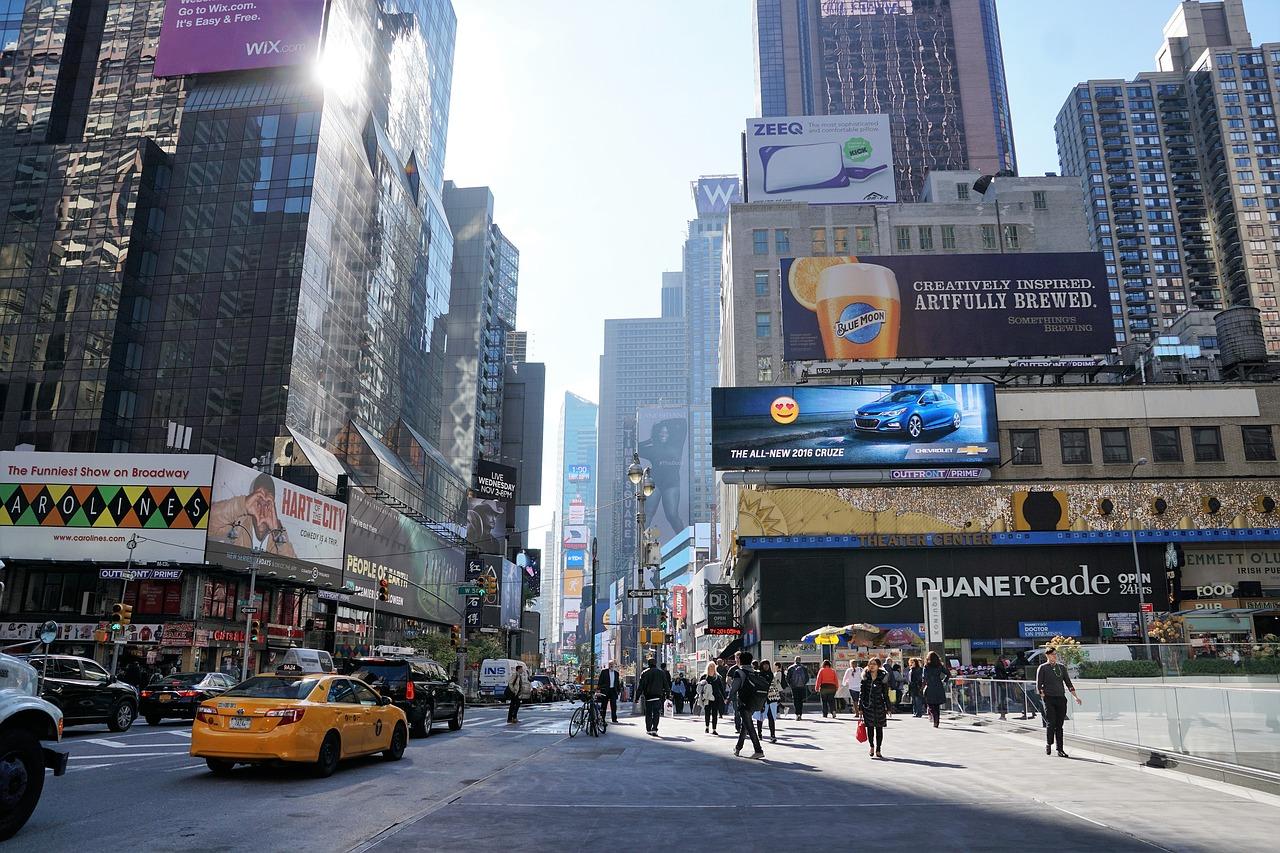 reklamy na Manhattanie